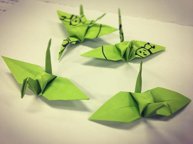 折り鶴を折れない約2名の為に折り方指導いただきましたが…一体違う?#折り紙 #折る #アート #折り鶴