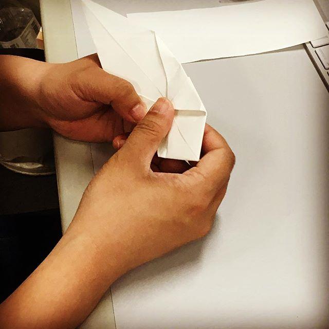 男性スタッフも折り紙に挑戦!#折り紙 #折る#何ができる?