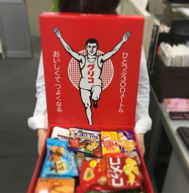 オフィス用品のカタログの応募に当たったとのことでお菓子頂きましたっっ#オフィス #応募 #お菓子 #snack
